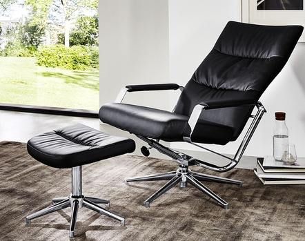Eleganter Relax-Sessel mit Hocker